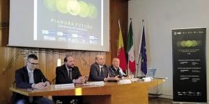 Dida foto: La fase di apertura dei lavori > Da sinistra: Giovanni Malanchini, Matteo Rossi, Sebastian Nicoli e Cesare Bonacina