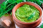 Pesto di rucola con pecorino e aglio