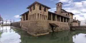Castelli aperti ai turisti e all'arte. Andy Wahrol in mostra a Pagazzano